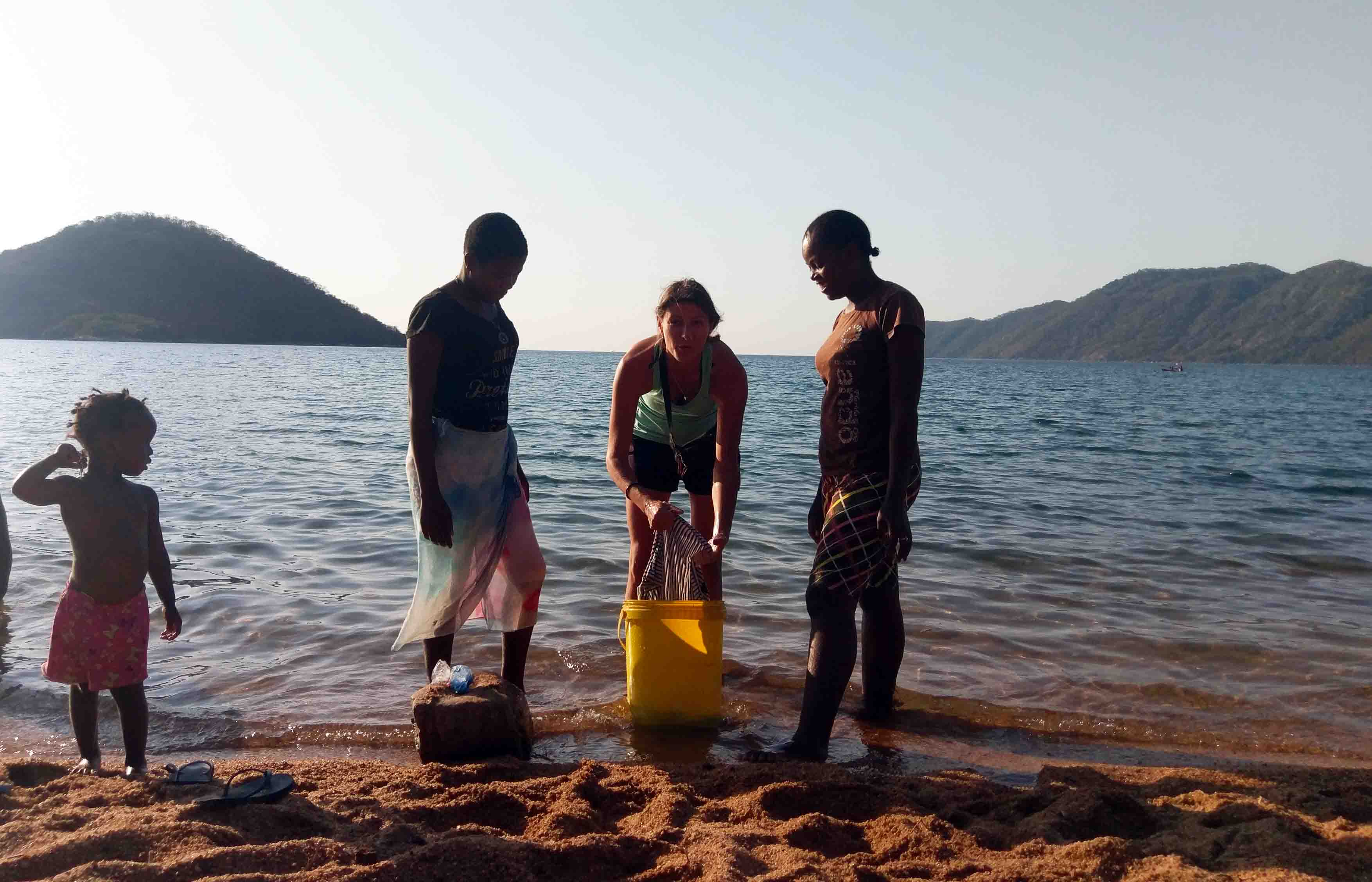 This is Lake Malawi in Malawi and that´s how the locals do their laundry in the Lake. Two locals showed me how they do it.